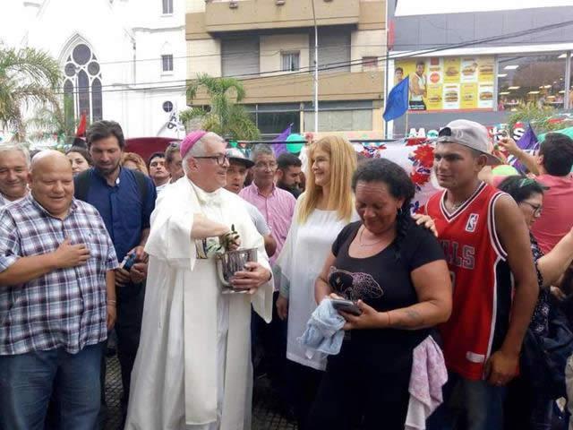 20181220132412-la-intendenta-de-la-matanza-celebra-la-navidad-de-los-humildes-en-la-catedral-de-san-justo