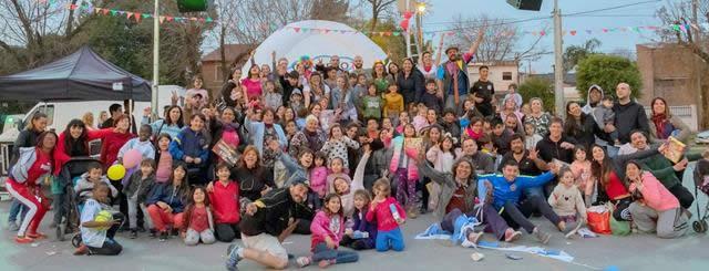 COLORIDO FESTIVAL EN PLAZA ETCHEVERRY PARA TODA LA FAMILIA