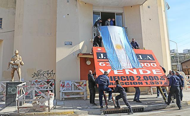 Los Bomberos Voluntarios de La Matanza bajaron el cartel de venta de su Cuartle General tras el acuerdo con el Municipio